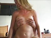 Video sexe Milf blonde enculée par un Inconnu